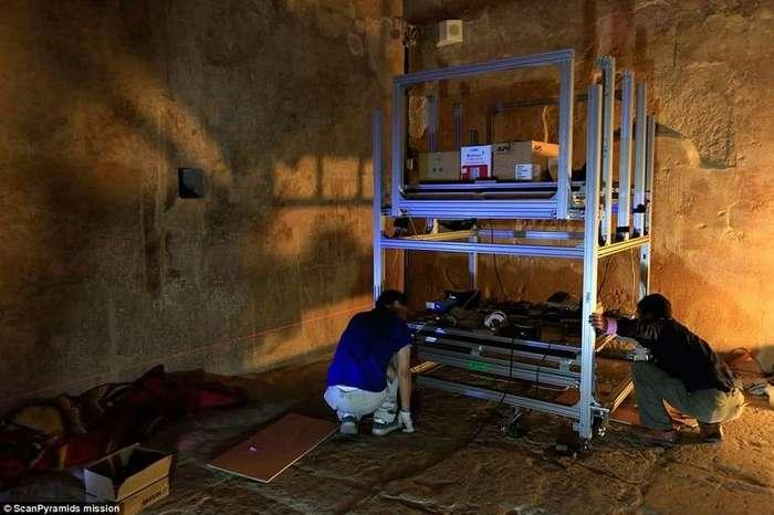 Учёные обнаружили -тайную комнату- внутри пирамиды Хеопса-10 фото + 1 видео-