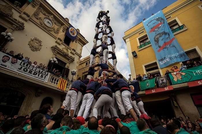 Фестиваль Кастелей: как в Каталонии строят -замки из людей--9 фото-