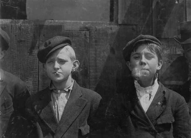Художница оживляет историю, раскрашивая черно-белые снимки изнашего прошлого