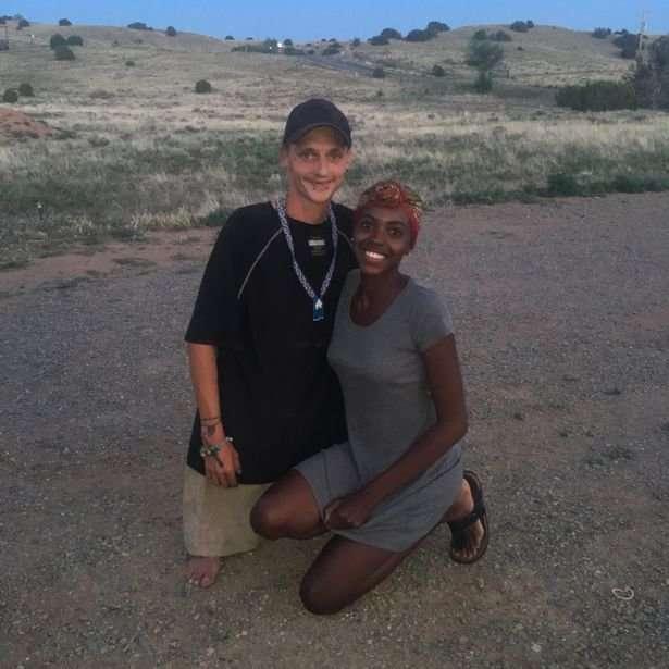 Мужчина родился с редким генетическим заболеванием, но, тем не менее, смог встретить свою любовь!-10 фото + 1 видео-