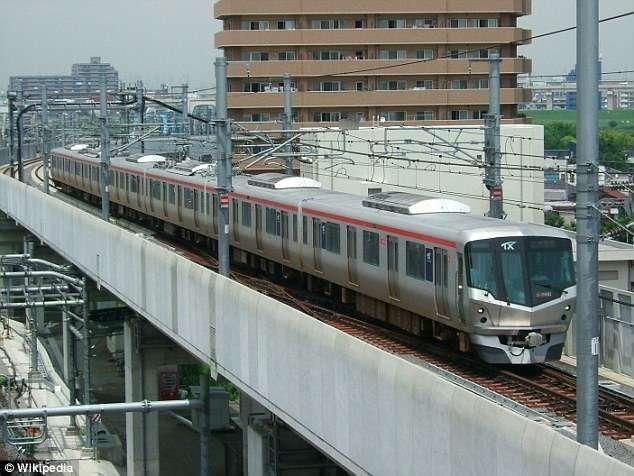 Японские железнодорожники извинились за то, что поезд уехал на 20 секунд раньше-2 фото-