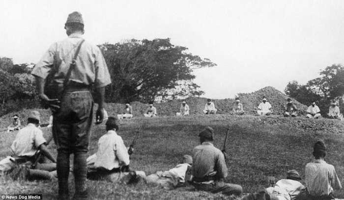 Шокирующие снимки времен Второй мировой: учебная стрельба японских солдат по пленным-12 фото-