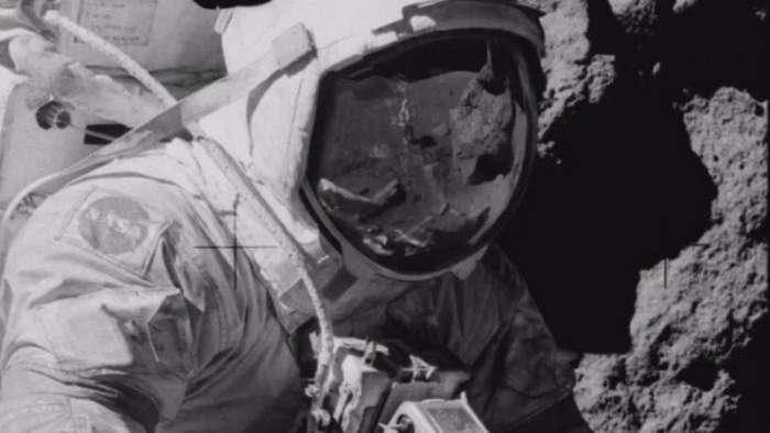 На Луне обнаружен человек без скафандра-2 фото + 1 видео-
