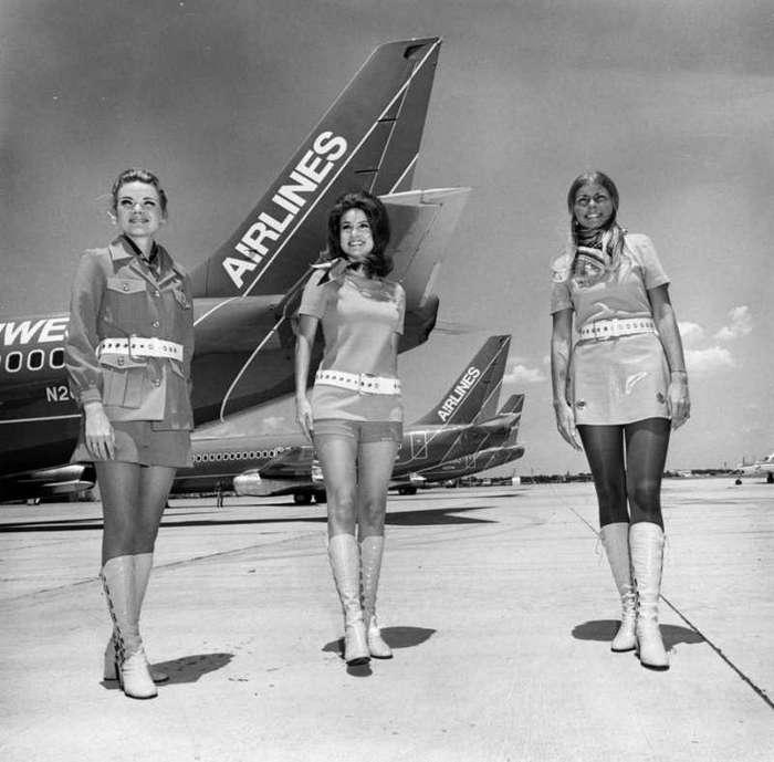 Как раньше обслуживали в воздухе: обворожительные стюардессы прошлого-19 фото-