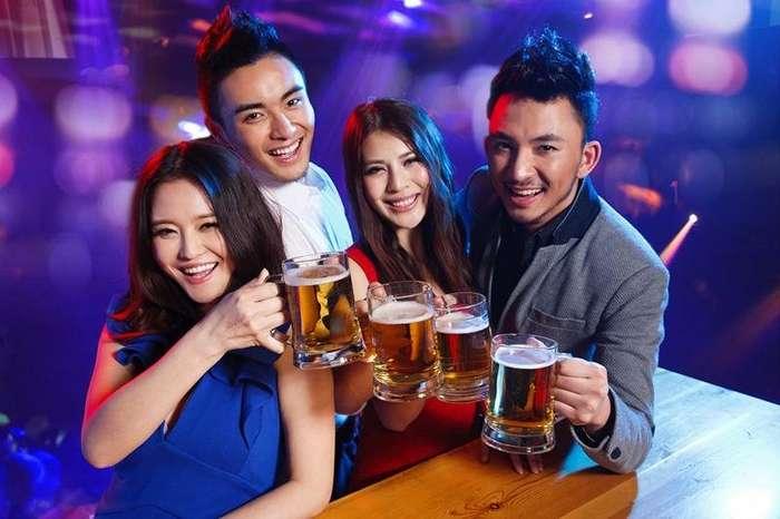 Алкогольные посиделки в Китае-2 фото-