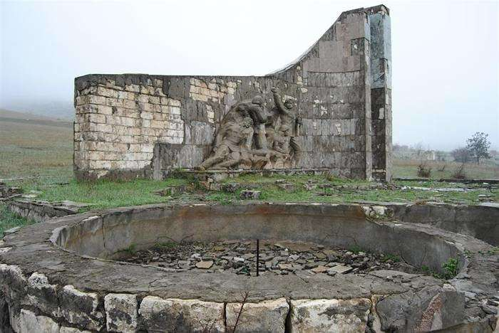 Агдам — жертва мести, памятник глупости-24 фото-
