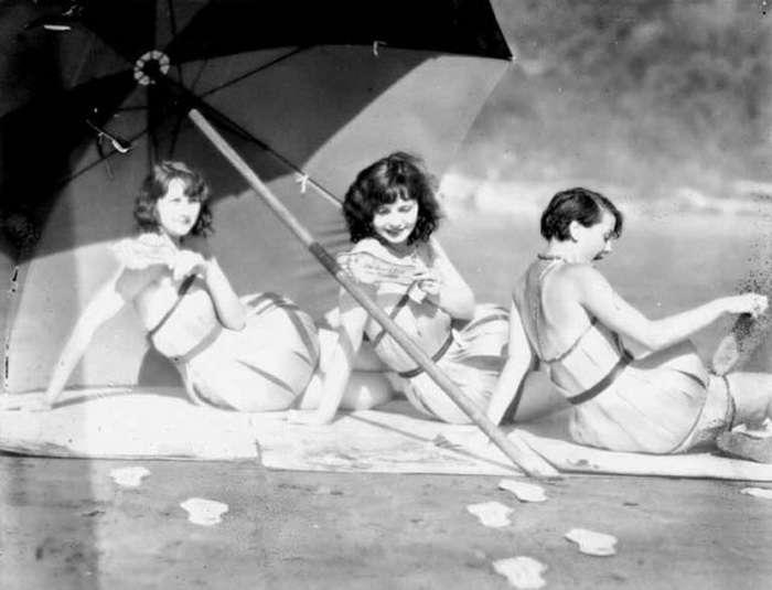 Необычные деревянные купальники в США в конце 1920-х годов
