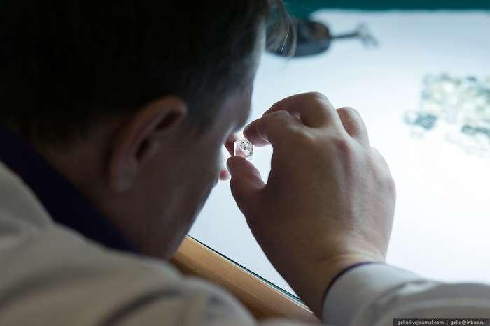 Подробно о добыче и обработке алмазов