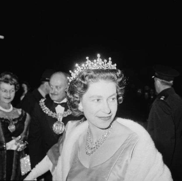Елизавета II и принц Филипп отмечают платиновую свадьбу