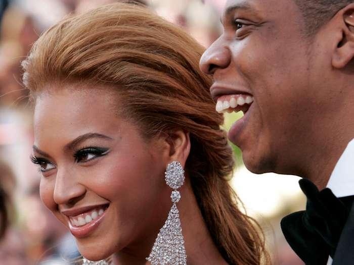 Необычные брачные контракты знаменитостей