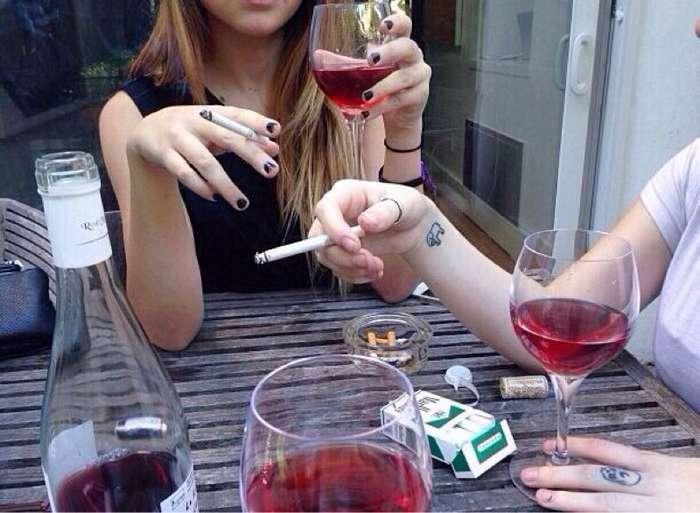-Выпей немного вина, дорогая!- или как алкоголь влияет на женщин?