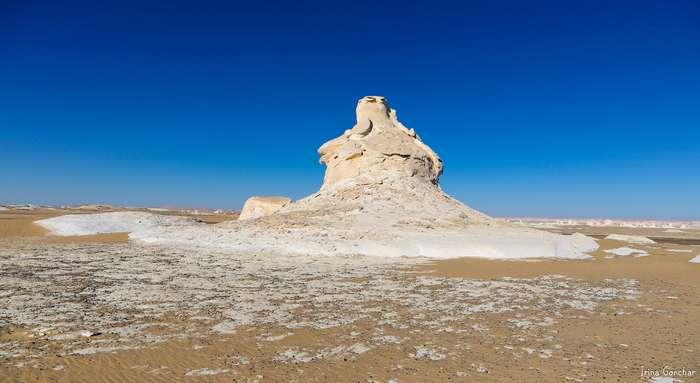 Уснувший океан в белой пустыне