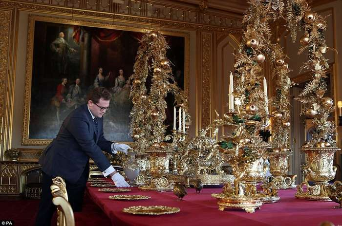 Дом Елизаветы II в графстве Беркшир уже украшен к Рождеству