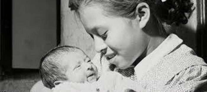 -Дети рожают детей-. Молодые мамы, которые родили своих детей, даже не достигнув 12-летнего возраста