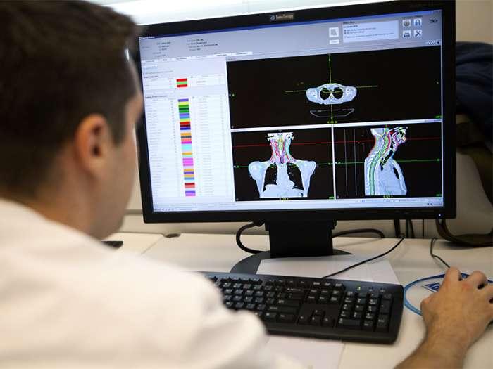 Японский робот-врач способен диагностировать онкологию за 1 секунду