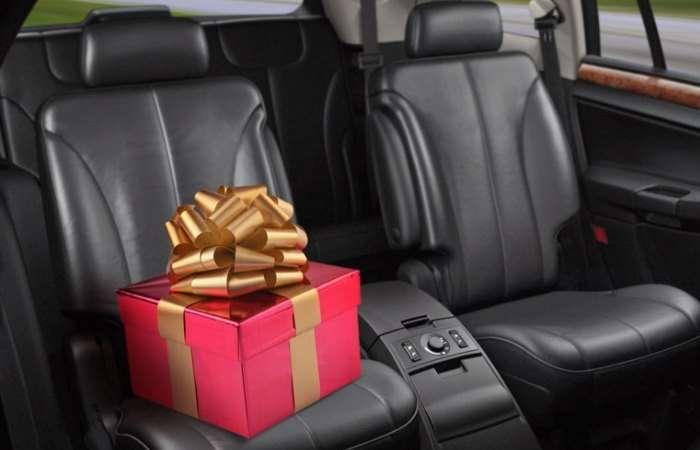 Советник по подаркам: 7 шикарных автомобильных аксессуаров, которые сможет себе позволить каждый