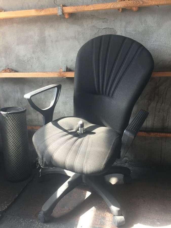 Такой опасный офисный стул или удар с тыла (8 фото)