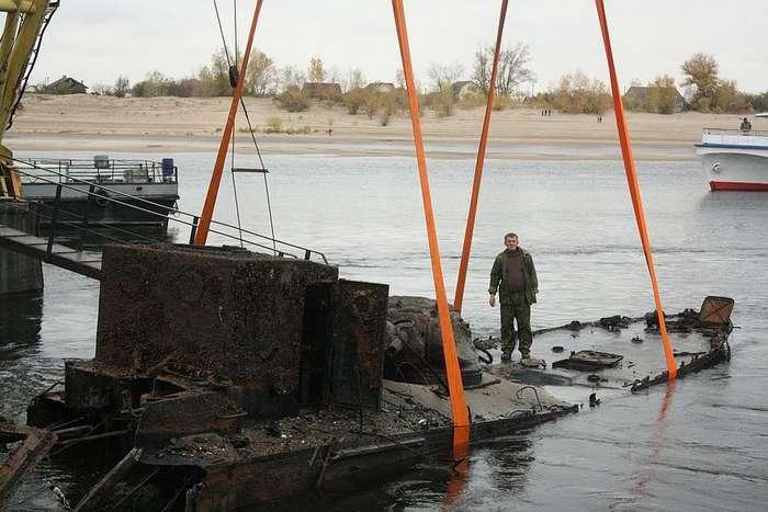Со дна Волги подняли бронекатер, защищавший Сталинград