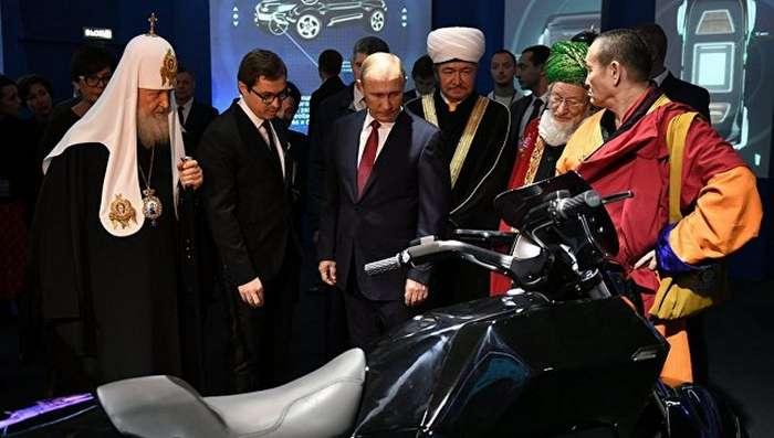Владимиру Владимировичу Путину показали тяжелый мотоцикл &171;Иж&187;