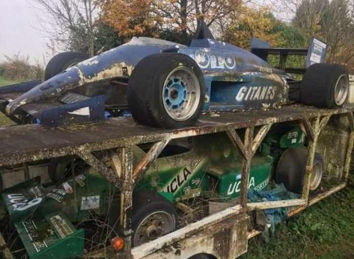 Во Франции нашли старые заброшенные болиды -Формулы-1-
