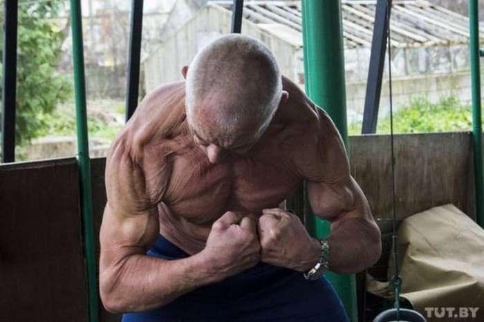 Виктор Фросинский 70 летний культурист