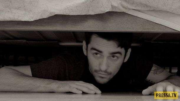 А я у них под кроватью...
