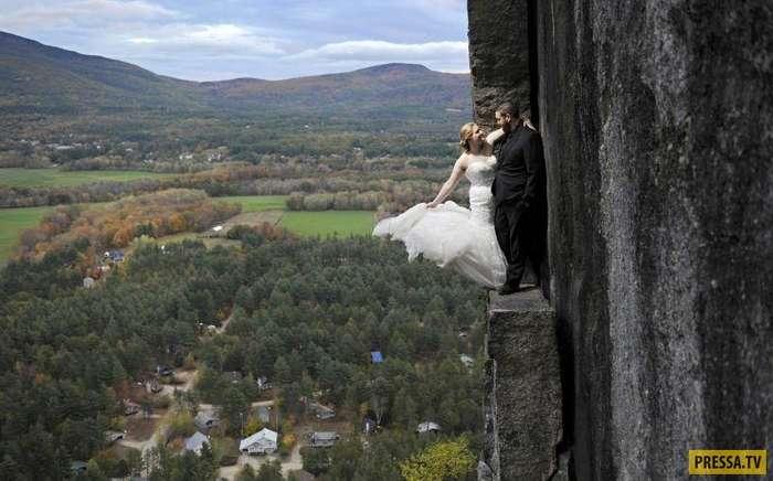 Экстремальная свадебная фотосессия на краю скалы (5 фото)