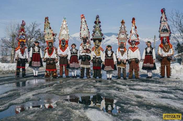 Популярный в Болгарии языческий Новогодний ритуал - Кукер (19 фото)