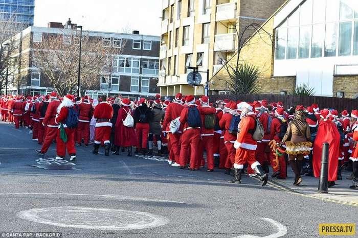 Сотни пьяных Санта-Клаусов: как Лондон готовится к Рождеству (40 фото)