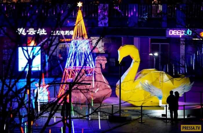 Праздник к нам приходит… Рождественские украшения по всему миру (30 фото)