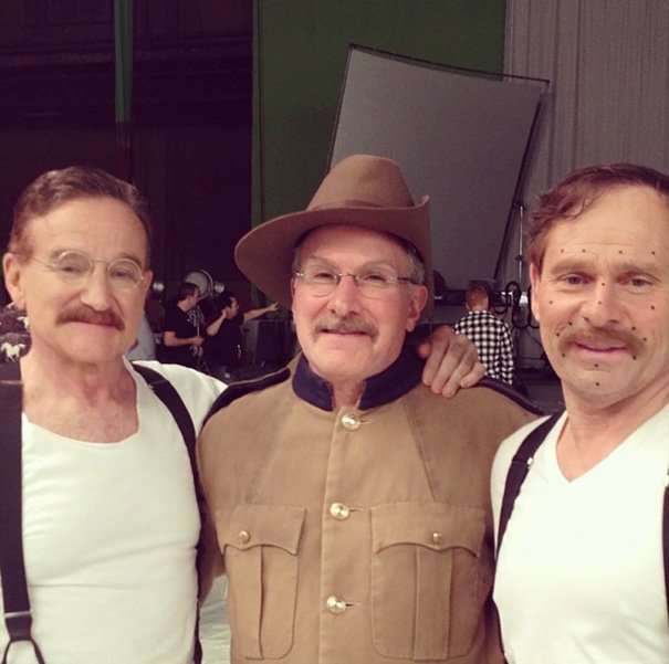 Знаменитые актеры со своими дублерами на съемках (35 фото)
