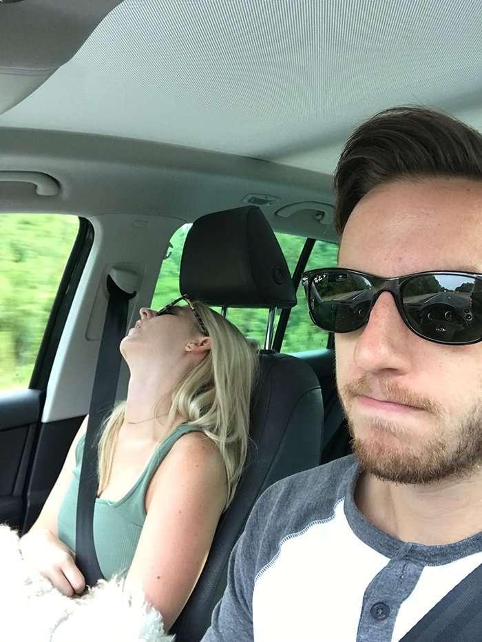 Этот парень сделал свою спящую жену звездой интернета! (17 фото)