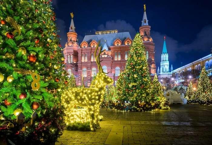 Сказочная Москва готова к Новому году-2018 (18 фото)