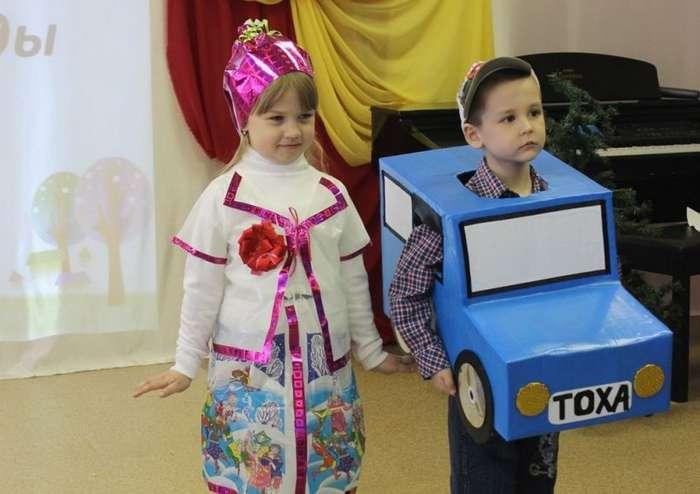 Подборка нелепых новогодних костюмов для детей и взрослых (16 фото)