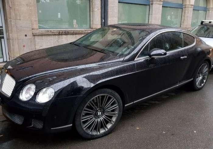 В Петербурге у сотрудника трубного завода угнали Bentley