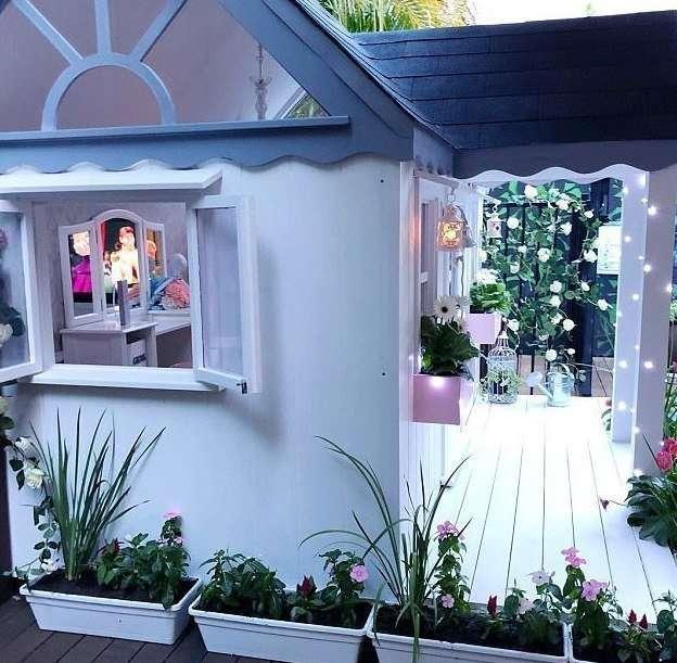Зарабатывающая $250 за снимок, трехлетняя модель похвасталась собственным миниатюрным домиком