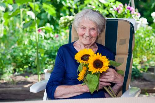 83-летняя старушка написала письмо своей подруге. На финальной строчке я не сдержала слез!