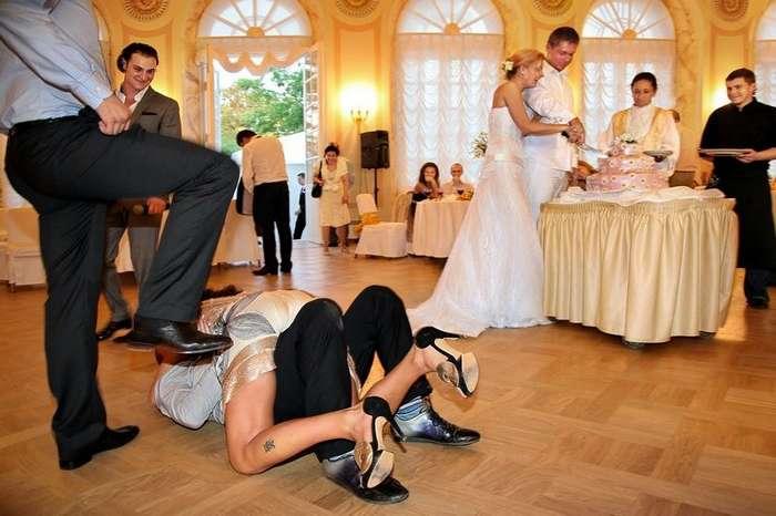 Секс с молодой на свадьбе видео великолепная