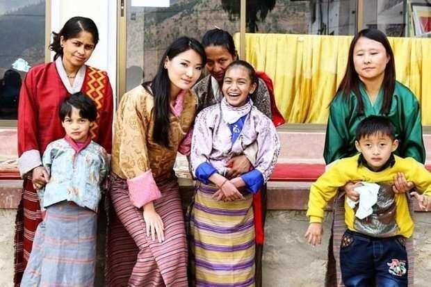 Как живёт самая молодая в мире королева. Путешествия, инстаграм и защита окружающей среды-17 фото-