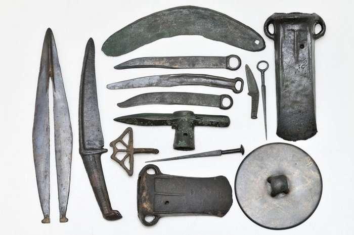 Доказано внеземное происхождение древних топоров и кинжалов-1 фото-