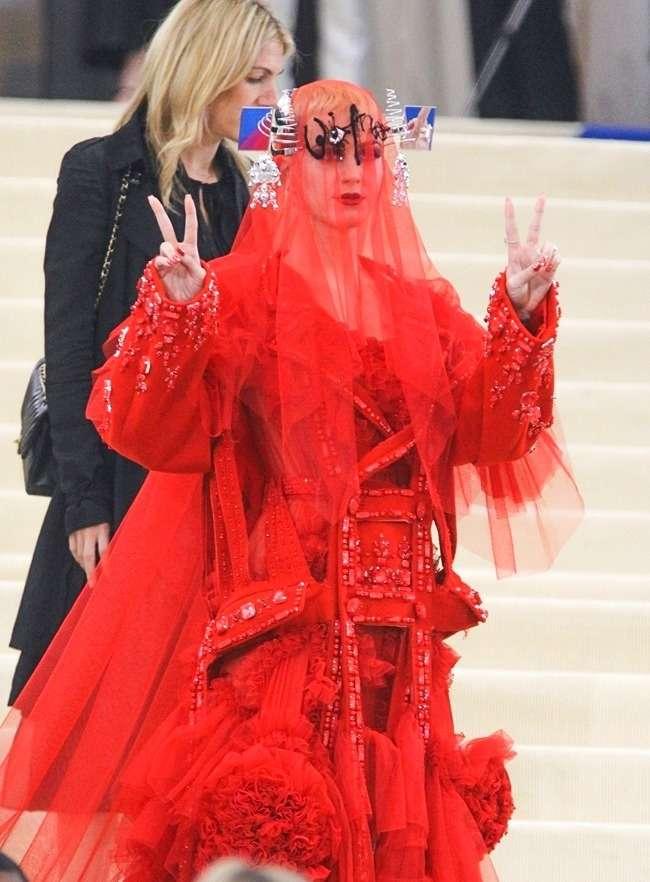 18нарядов знаменитостей 2017года, которые наверняка войдут висторию моды