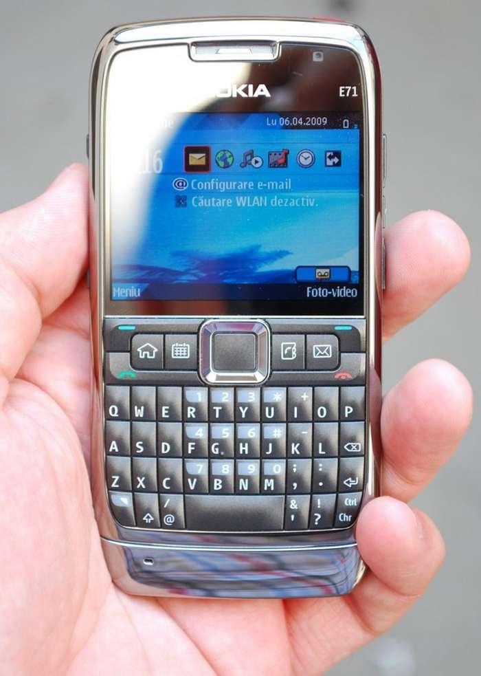Nokia перевыпустит культовый телефон E71-2 фото-