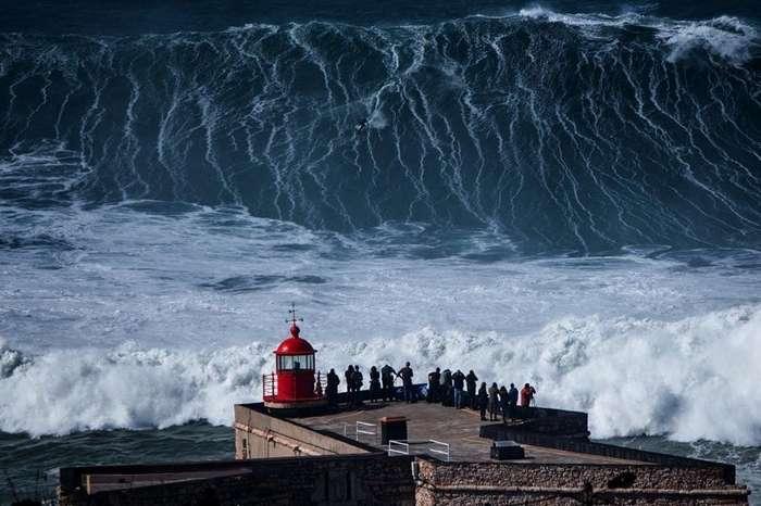 Внушающая ужас волна, пожирающая жизни-5 фото + 1 видео-