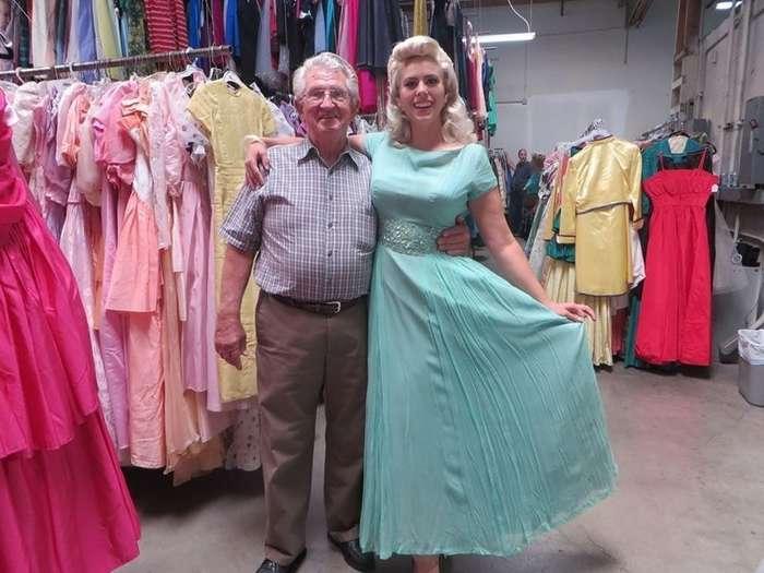 За 56 лет брака мужчина купил своей супруге 55 тысяч платьев-10 фото-