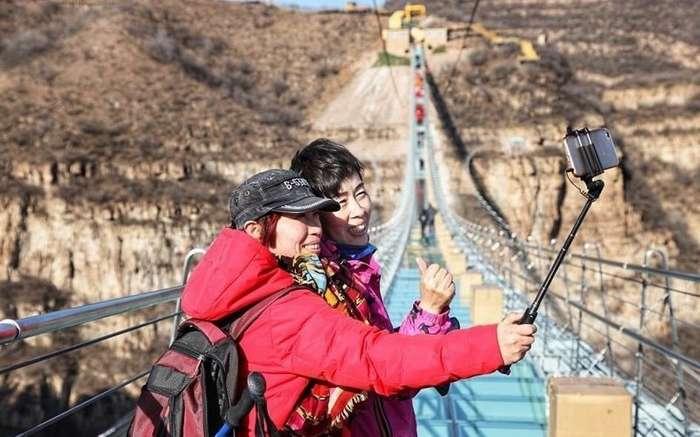 В Китае открылся самый длинный в мире стеклянный мост-9 фото + 1 видео-