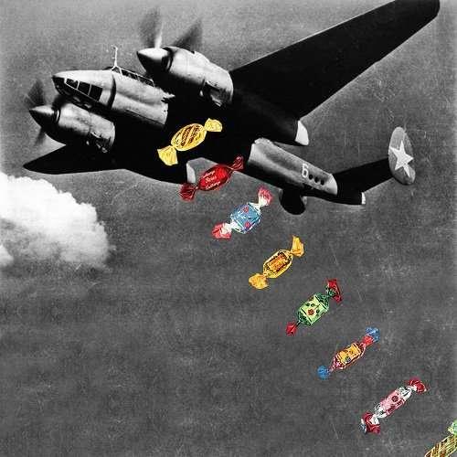 Сюрреалистические коллажи из журнальных вырезок от художницы Евгении Лоли-21 фото-