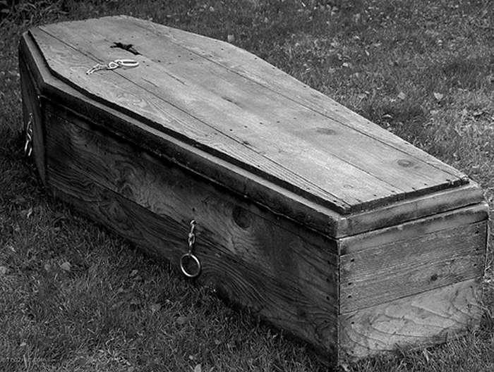 -Уже готовенький, но еще свеженький!-, или как некоторые люди жили с мертвецами в своей квартире?