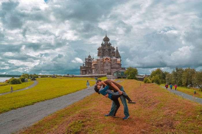 Эта пара влюбленных победила расстояние в 7000 километров