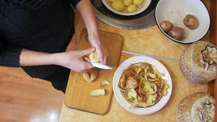 Оказывается возможно очистить картошку на оливье за 2 секунды и не испортить маникюр