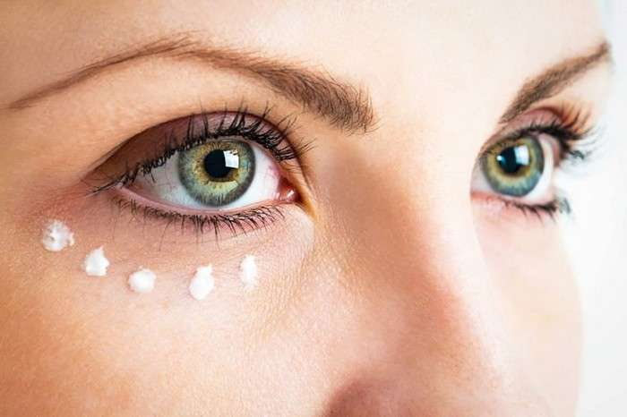 Везде обман: Почему не стоит тратиться на крем под глаза